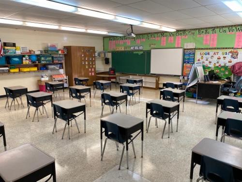 8970529b-c01d-43a2-bcdd-72f24808ed7c-elementary_classroom (500x375)
